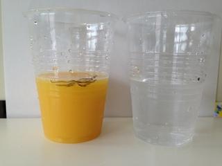 オレンジジュースと水.JPG